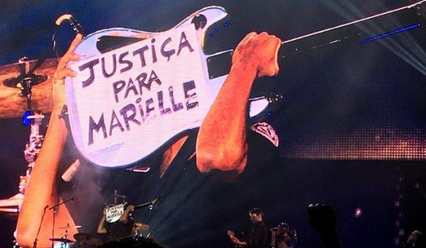 Tom Morello pede justiça para Marielle durante show