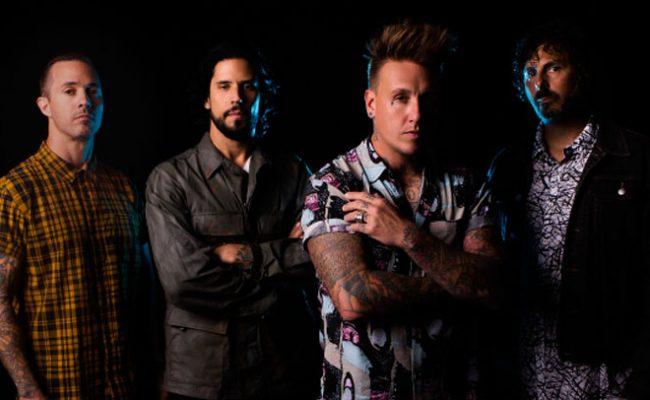 """Papa Roach lança duas novas músicas; ouça """"Who Do You Trust?"""" e """"Renegade Music"""""""