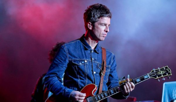 Noel Gallagher: ranzinza e engraçado, ex-Oasis sobrevive (de novo) a chuva paulista