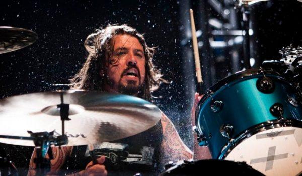 Dave Grohl tem o sonho de tocar bateria com o AC/DC