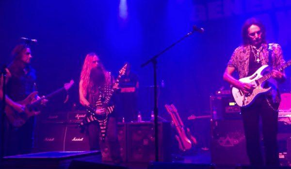 "Zakk Wylde, Steve Vai, Yngwie Malmsteen e mais tocam ""Bohemian Rhapsody"" em show; assista"