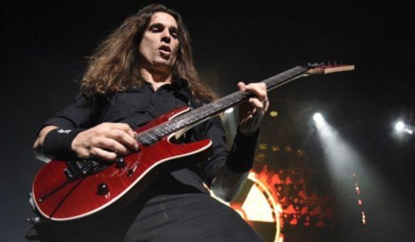 Kiko Loureiro conta como se tornou guitarrista do Megadeth