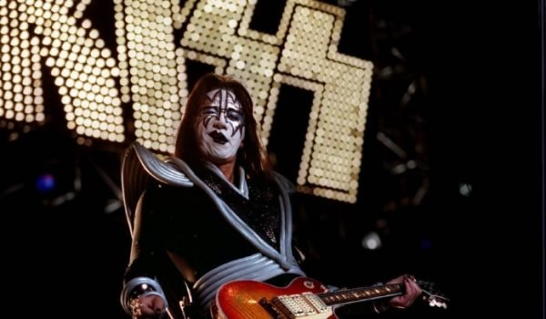"""Ace Frehley: atual formação do Kiss é """"metade de uma banda cover"""""""