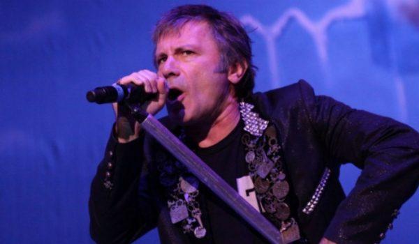 "Bruce Dickinson: entrar no Iron Maiden foi a ""maior montanha-russa do mundo"""