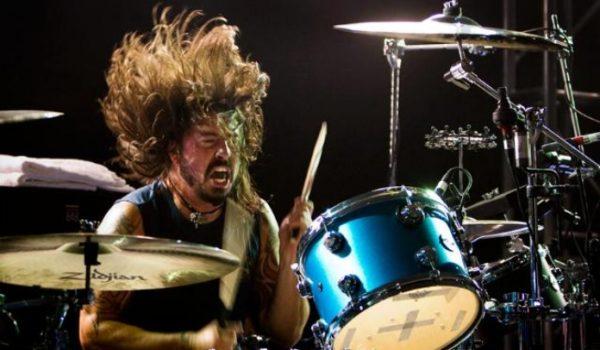 """Dave Grohl toca """"All Apologies"""" do Nirvana com Warren Haynes"""