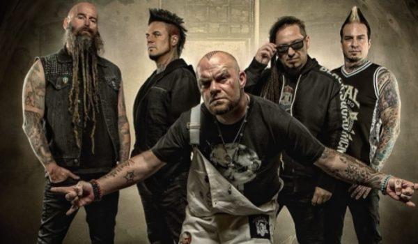 """Five Finger Death Punch lança clipe de cover do blues """"Blue On Black"""""""