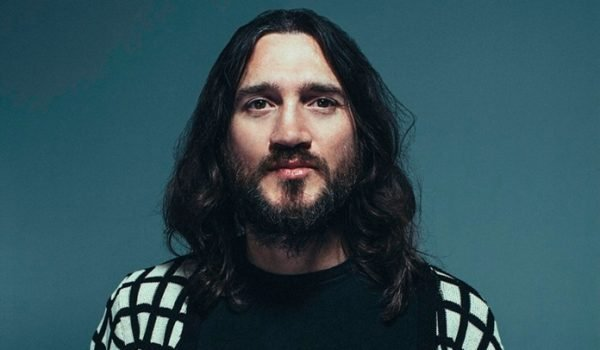 John Frusciante faz raro retorno à guitarra em álbum de Dewa Budjana