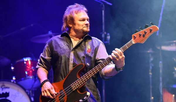 Michael Anthony acaba com rumores de reunião do Van Halen