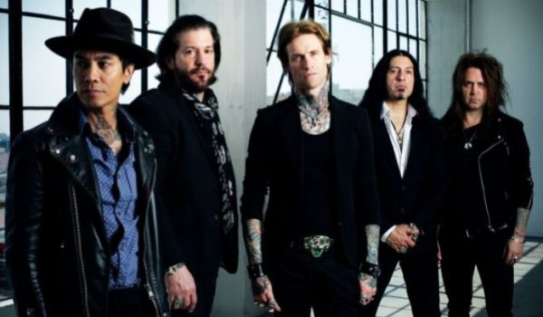 "Buckcherry lança lyric video oficial de nova música ""Bent"""