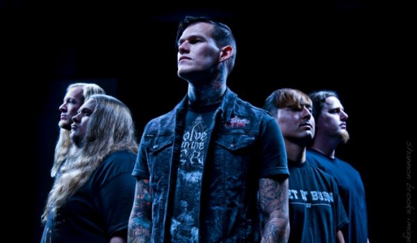 "Carnifex lança cover brutal de Slipknot; ouça ""The Heretic Anthem"""