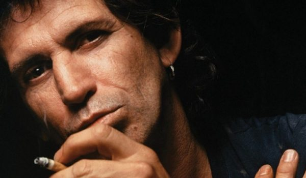 """Keith Richards lança versão inédita de """"My Babe""""; ouça aqui"""
