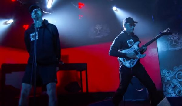 "Tom Morello lança clipe de ""Every Step That I Take"" feat. Portugal. The Man"