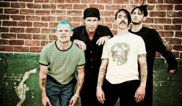 Red Hot Chili Peppers confirma show nas Pirâmides do Egito e novo disco