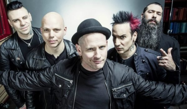 """Stone Sour tem """"uma tonelada de ideias"""" para o próximo disco"""
