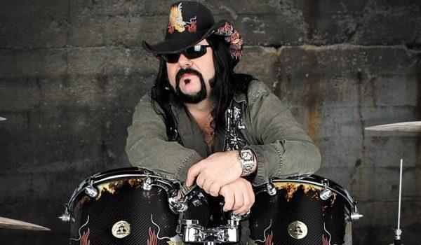 Hellyeah divulga trecho de faixa inédita com Vinnie Paul