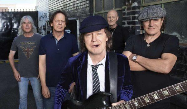 """""""Disco do AC/DC está pronto e conta com Malcolm Young"""", diz apresentador"""