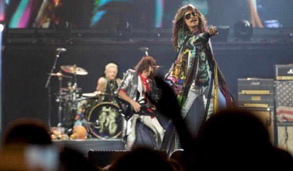 Aerosmith faz apresentação em festa beneficente; assista