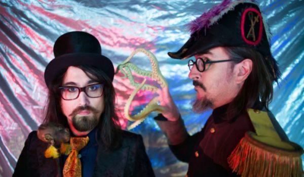 "Les Claypool e Sean Lennon lançam novo clipe; assista ""Blood And Rockets"""