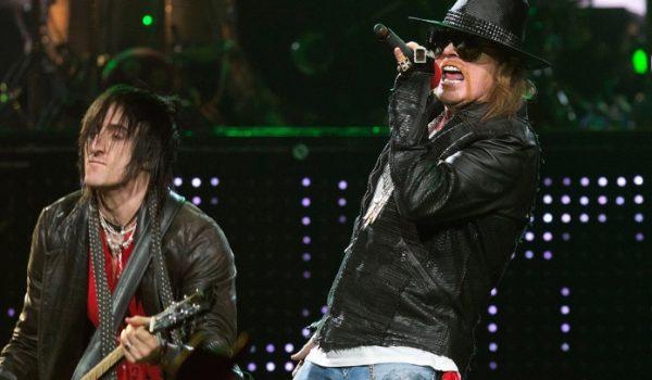 """Guns N' Roses: Richard Fortus espera """"lançar o álbum novo em breve"""""""