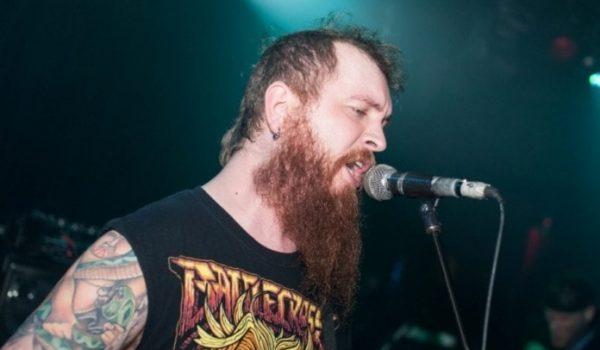 Killswitch Engage: guitarrista deixa turnê por emergência familiar