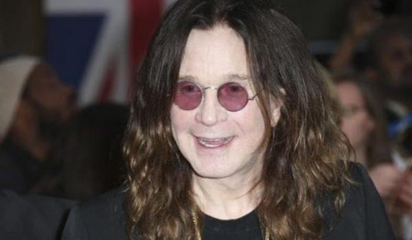 """Ozzy Osbourne está respirando """"sem aparelhos"""" depois de risco de pneumonia"""