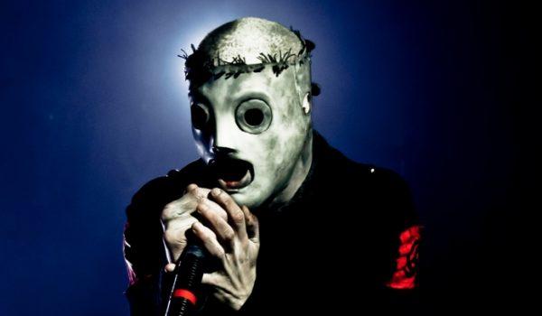 Corey Taylor está trabalhando em nova máscara com artista de Sexta-Feira 13