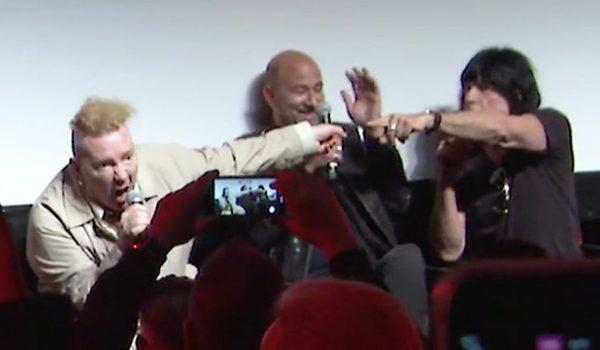 Johnny Rotten e Marky Ramone brigam e trocam insultos em entrevista; assista
