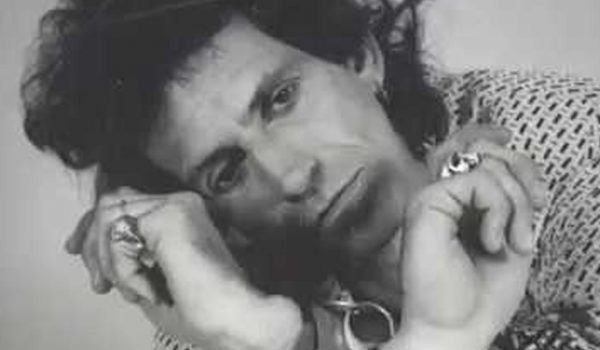 """Keith Richards navega no mundo do blues em inédita """"Big Town Playboy"""""""