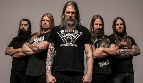 """Amon Amarth anuncia novo álbum e lança """"Raven's Flight""""; assista"""