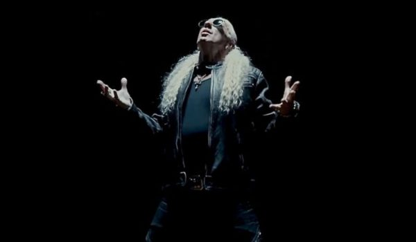 "Dee Snider lança videoclipe para a música ""Lies Are a Business""; assista"