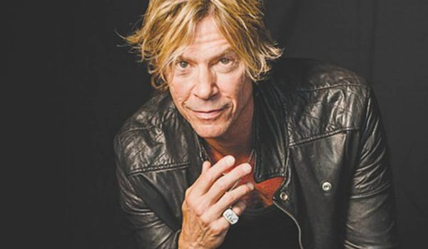 """Duff McKagan critica sensacionalismo em nova música """"Chip Away"""""""