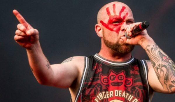 Five Finger Death Punch: Ivan Moody comemora um ano de sobriedade