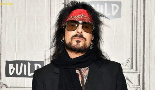 "Nikki Sixx chama filme The Dirt de ""conto preventivo"""