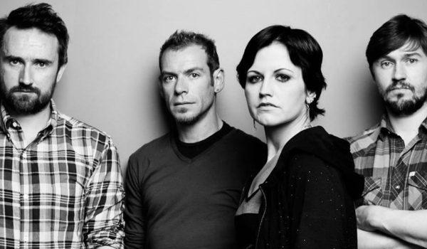 "The Cranberries lança nova música ""Wake Me When It's Over"" com Dolores O'Riordan"