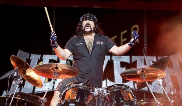 Hellyeah lança nova música com Vinnie Paul na bateria; ouça