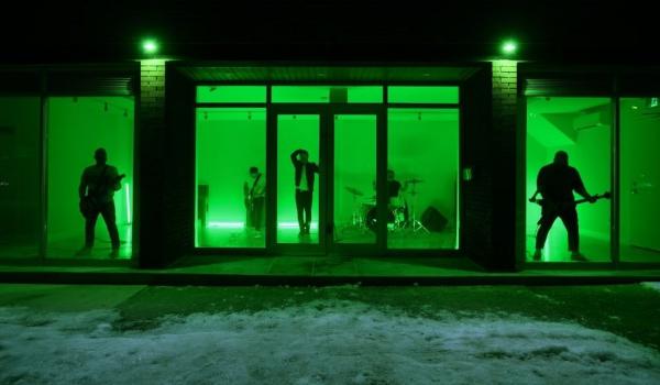 """Alexisonfire viaja no tempo em clipe de """"Familiar Drugs""""; assista aqui"""
