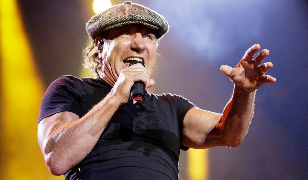 """AC/DC """"com certeza vai sair em turnê"""" com Brian Johnson, segundo radialista"""