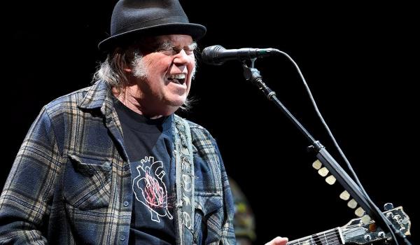 Neil Young deve gravar primeiro álbum em sete anos com Crazy Horse