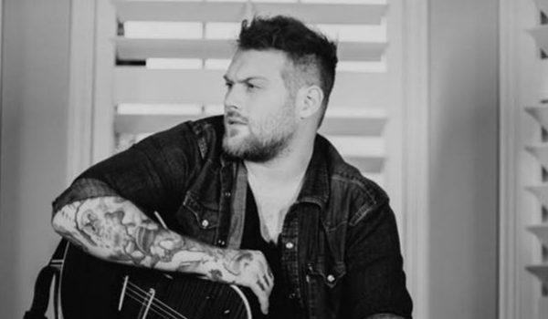 """Asking Alexandria: Danny Worsnop lança clipe de """"Little Did I Know"""""""