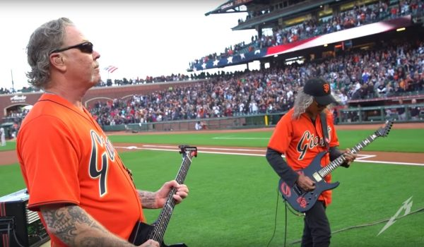 Metallica toca o hino nacional dos EUA em jogo de baseball; assista