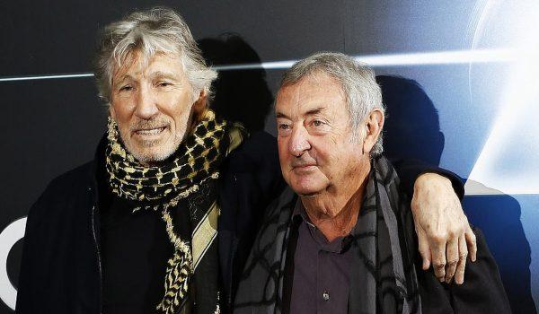 Roger Waters e Nick Mason tocam juntos em show; assista