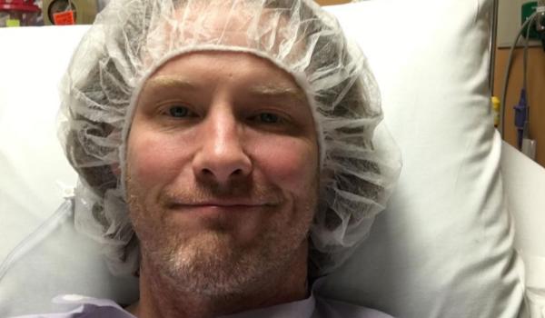 Corey Taylor volta para o hospital para cirurgia no joelho