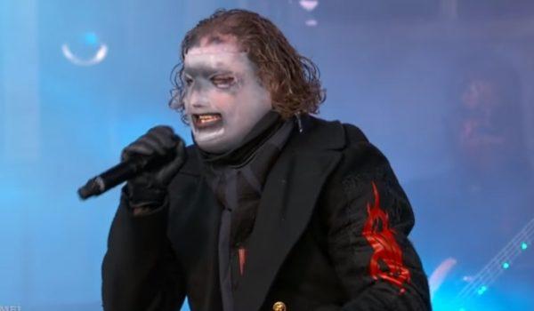 "Slipknot: Corey Taylor diz ter ""estourado"" o testículo esquerdo cantando"