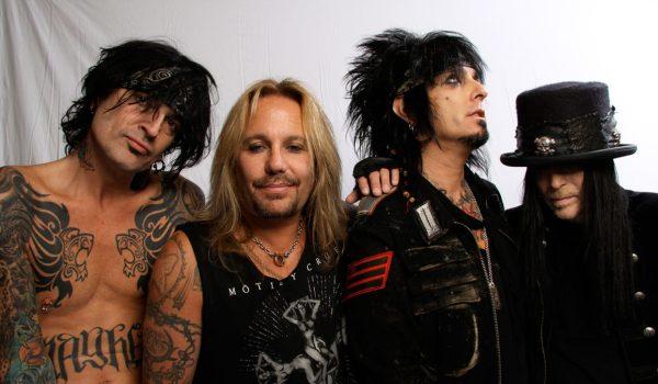 "Mötley Crüe lança novo vídeo para ""Take Me To The Top""; assista"
