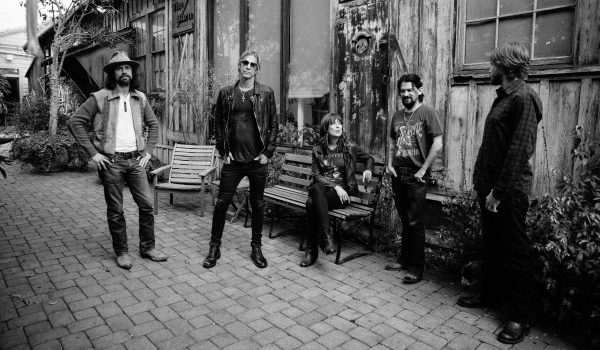 Duff McKagan despe o rock e contempla o mundo no disco Tenderness