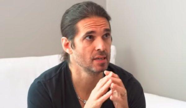 Kiko Loureiro explica por que não falou com Andre Matos nos últimos 20 anos