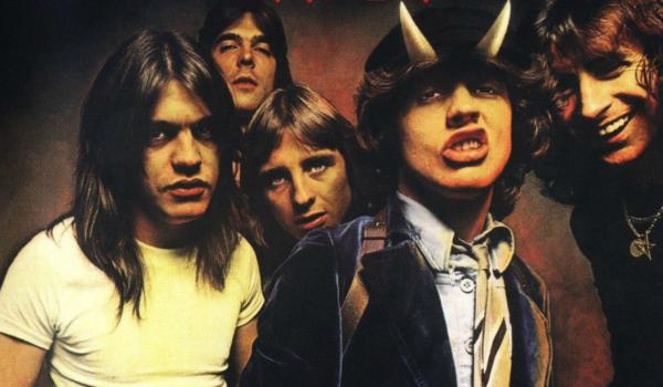 AC/DC quebra silêncio nas redes sociais para celebrar 40 anos de 'Highway to Hell'