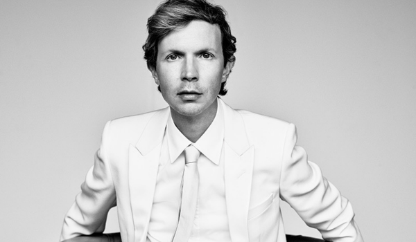 Beck se une a The Bird and The Bee em cover bizarro de Van Halen
