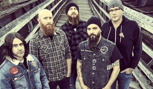 """Killswitch Engage lança música sobre saúde mental; ouça """"I Am Broken Too"""""""