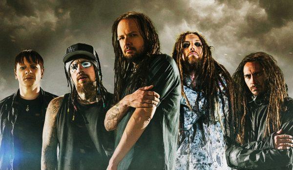 """Korn lança clipe para o novo single """"You'll Never Find Me""""; assista"""
